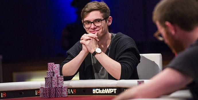 Fedor Holz bermain poker