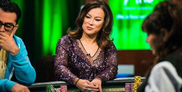 Jennifer Tilly bermain poker