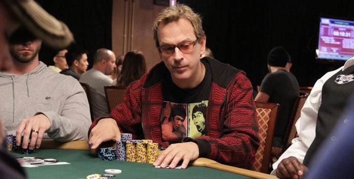 Phil Laak bermain poker